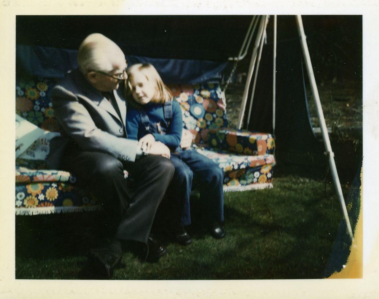 Günther Schenck und seine Enkelin Naomi