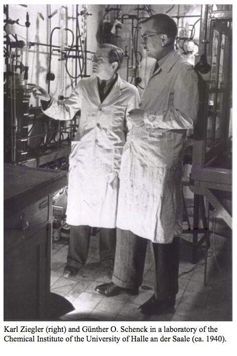 Günther Schenck mit Prof. Karl Ziegler im Labor, Halle 1940